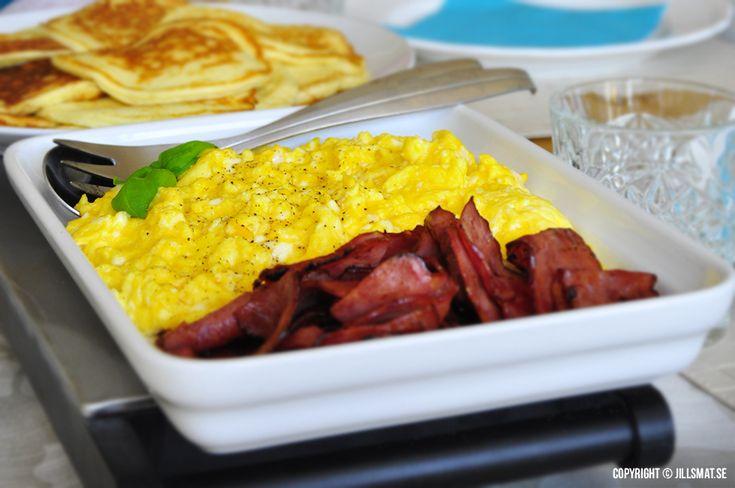 Få saker är så enkla och goda som att avnjuta en tallrik med krämig äggröra med kalkonbacon en...Läs mer