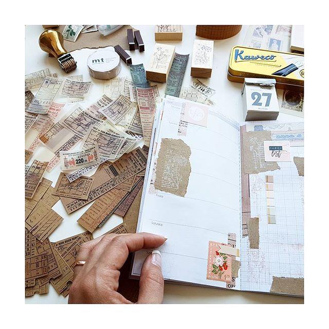 Ich habe mir heute Etiketten gedruckt, übergangsweise bis ich mir neue bestelle . Ich liebe es mit Etiketten zu dekorieren  , muss dringend suchen wo ich neue Pakete herbekomme. Habt ihr da ein favorisierten Shop ? . . . #midori #midoritravelersnotebook #travelersnotebook #tn #stationery #journaling #craft #inserts #plannercommunity #potd #instagram #postcrossing #travelersnote #plannerdeco #journal #snailmail #creative #handletter #planner #plannerlove #watercolor #papercraft #notebook