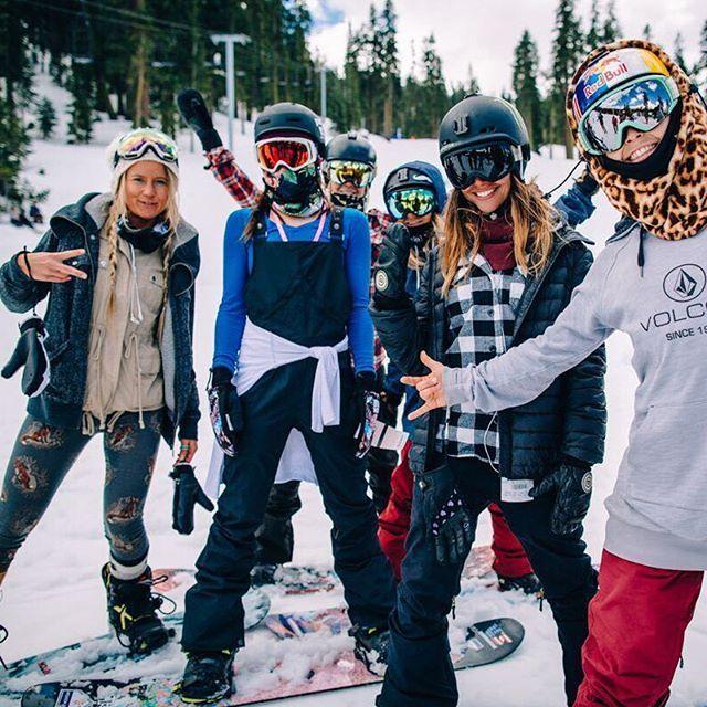 The definition of squad! ✔️❄️ #snowboarding #fitchicks #lastweek @sarkasnow @karlyshorr @jennadramise @kjerstibuaas @mahfia_tv