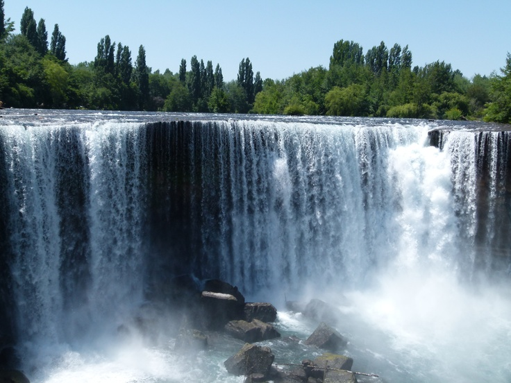 Salto de Laja, Chile. http://www.vivaexpeditions.com/south-america-tours/chile-travel/lakes-district-discovery-santiago-to-bariloche