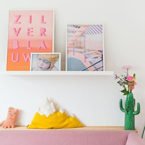 Past jouw foto of poster ook nooit precies in een standaard lijst? HEMA's online lijstenmakerij maakt het mogelijk! Kijk snel op onze blog hoe Zilverblauw het verwerkt in hun woonkamer.