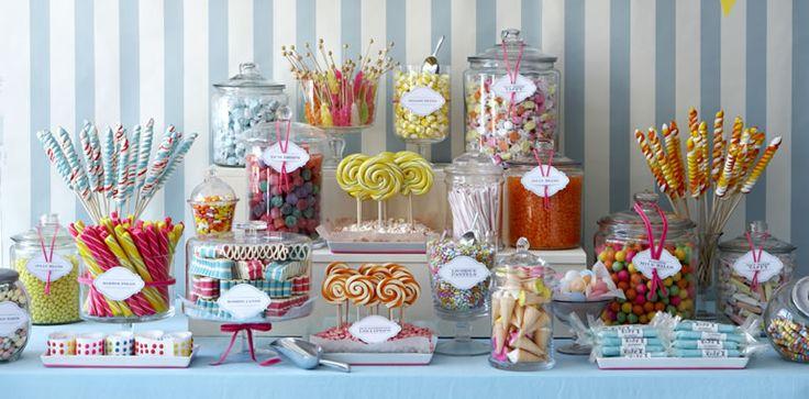 De New Yorkse Amy Atlas wordt ook wel de 'Sweet Stylist' genoemd. Zij werd wereldwijd bekend voor het creëren van de populaire dessert table-trend. Haar eerste boek 'Sweet Designs, Bake it, Craft it, Style it' is inmiddels ook in ons land verkrijgbaar.