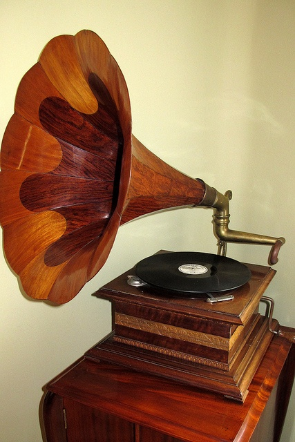 Best 25+ Antique record player ideas on Pinterest   Victrola ...