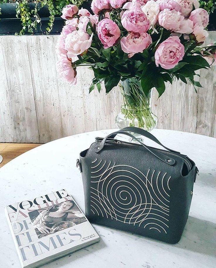 Iutta grey leather bag with white embroidery and pink blossomed flowers. A cozy afternoon reading Vogue. New collection #Iuttaleather bags #NEO
