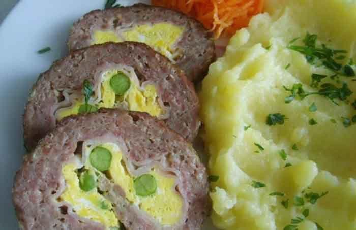 Skvělá volba na nedělní oběd. Co říkáte na roládu z mletého masa?