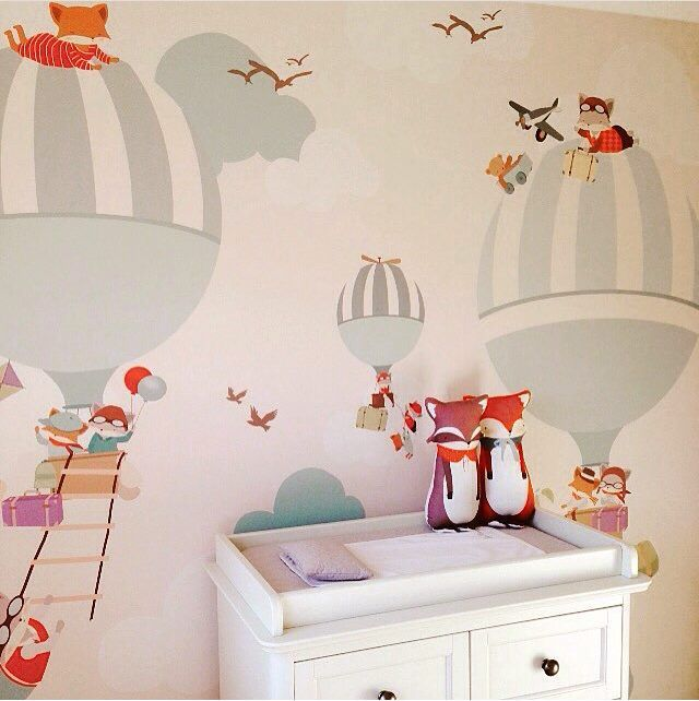Hot air balloon wallpaper (via Little Hands). Décoration