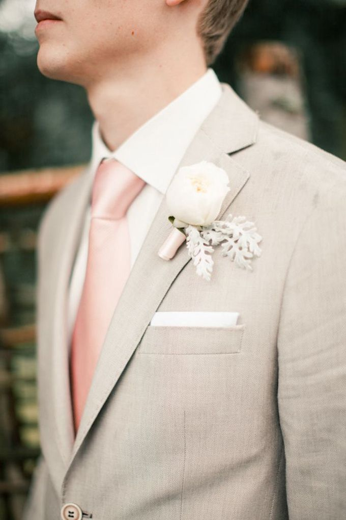 Grey suit with this calm and lovelu boutonnieres |  The Grooms' Guide on Picking out the Perfect Suit http://www.bridestory.com/blog/the-grooms-guide-on-picking-out-the-perfect-suit