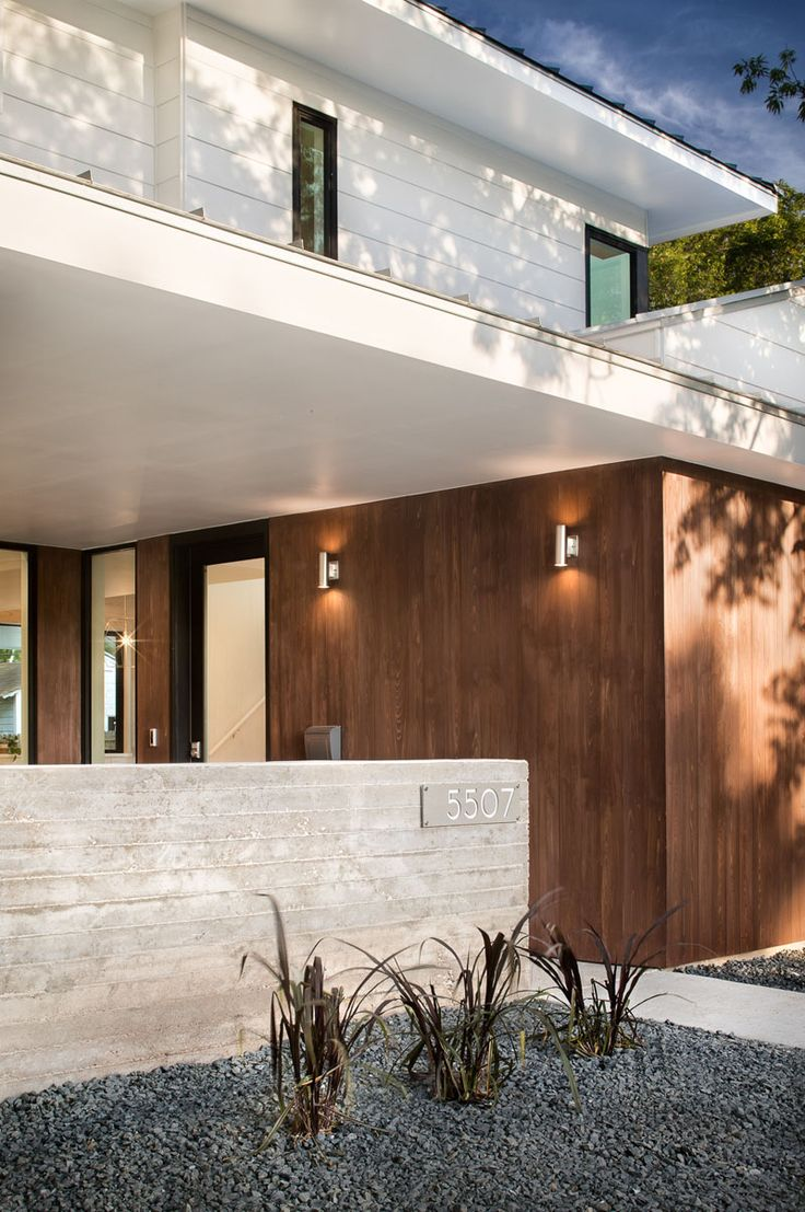 Queensland australia 7 modern home design ideas lakbermagazin - A Detached Guest House Lap Pool And Fire Pit Fill The Backyard Of This New House In Austin Texas Landscaping Ideasmodern