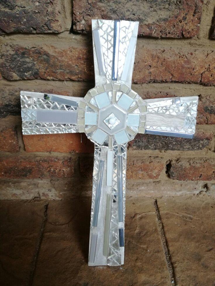 Mosaic Cross white and glass