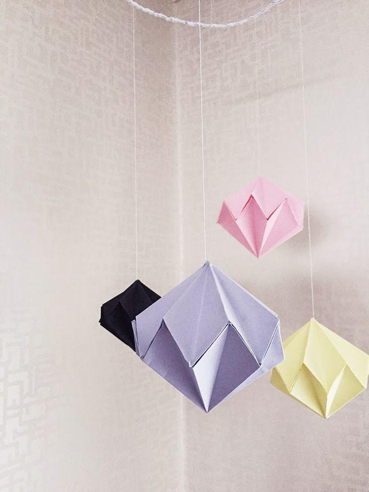 Mobil med origami-diamanter av Johanna