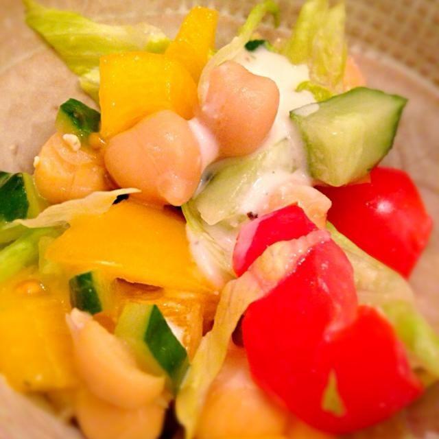 ひよこ豆ときゅうりやトマト、レタスをシーザードレッシングで和えただけです(^_^;) - 6件のもぐもぐ - ひよこ豆のサラダ by brilleryum51f