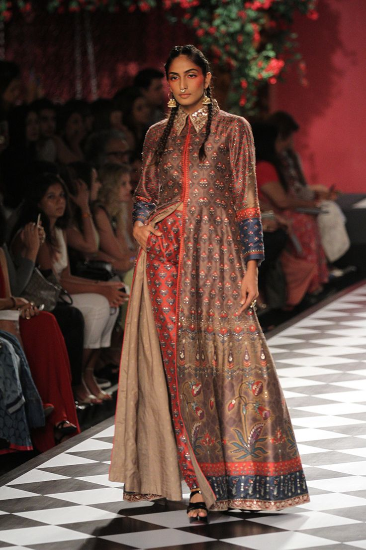 Anita Dongre-india-couture-week-runway-8