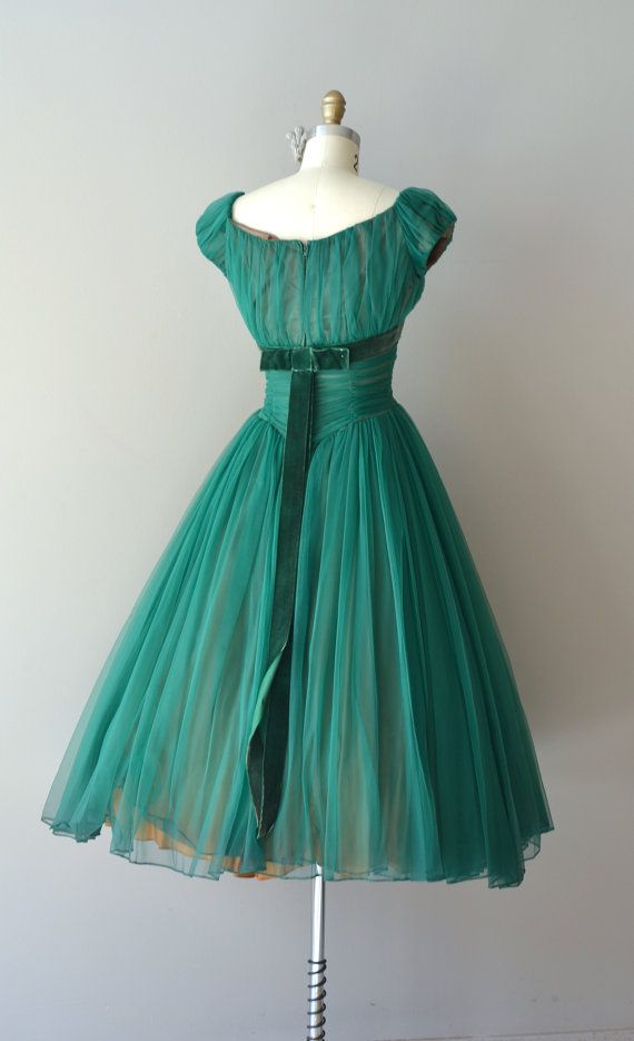 vintage 50s dress ...what a beautiful color, and the waist detail ♥