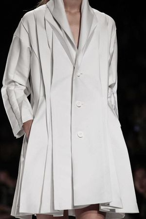 Issey Miyake Ready To Wear Spring Summer 2014 Paris - NOWFASHION