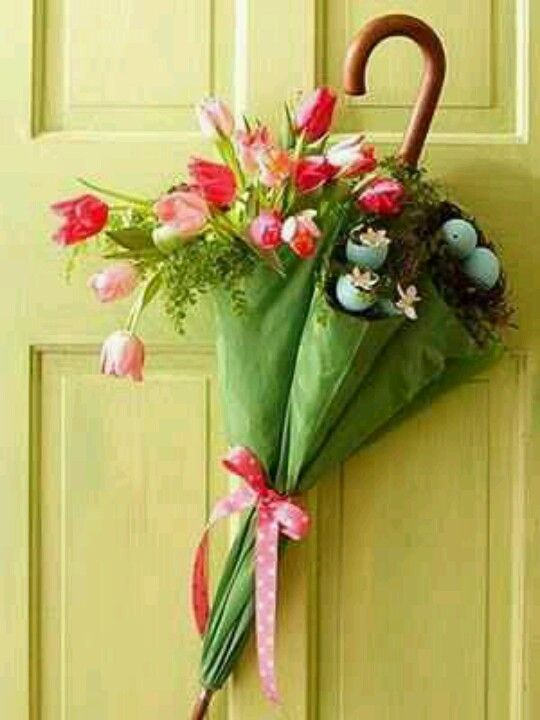 Love this idea for a spring time door deco!