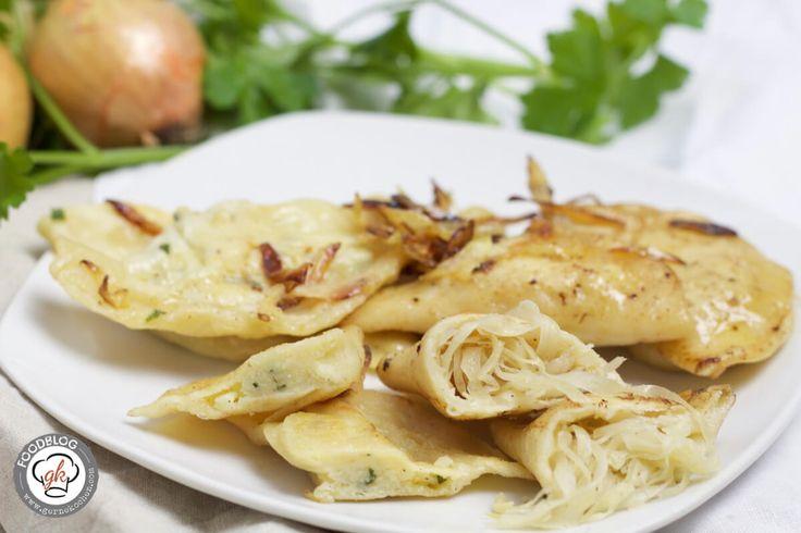 Pierogi - Polnische Teigtaschen #Butter, #Champignons, #Füllung, #Gefüllt, #Kartoffel, #Pierogi, #Piroggi, #PolnischeTeigtaschen, #Sauerkraut, #Thermomix #foodblog #foodie #food #rezept #foodblog_de #foodpics #rezepte http://gernekochen.com/pierogi-polnische-teigtaschen/