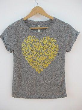 Camiseta Corazón  Camiseta de manga corta jaspeada. Corazón en parte delantera.
