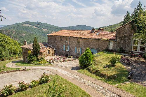 Cette propriété qui a une très belle vue sur la vallée du Tarn, se trouve au cœur du département de l'Aveyron. réf. 30hl63  www.housedetectives.eu
