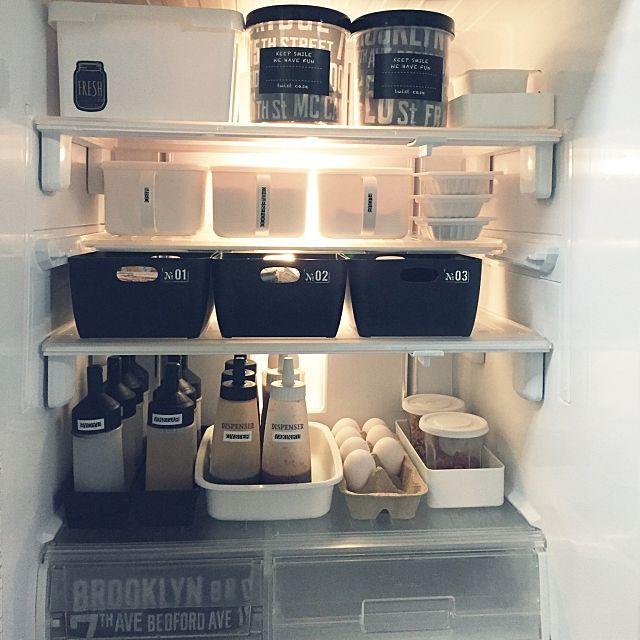女性で、2DK、その他の整理整頓/100均/セリア/ダイソー/賃貸でも楽しく♪/ストッカー…などについてのインテリア実例を紹介。「ハマるととことんやりたい性格(。-∀-。) 冷凍庫に引き続き冷蔵庫も整理してみました。 中棚を奥にスライドさせたけど、セリアのみそストッカーの取っ手がかなり使えて感激(*ノ∀ノ)♪ 」(この写真は 2016-06-05 02:13:02 に共有されました)