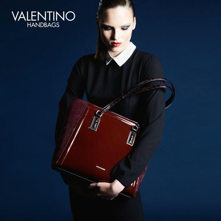 Linee classiche e rigide per la #shopping in vernice Luxor di #Valentino. Vieni a scoprirla nei negozi Miriade. #fashion #bags #handbags #musthave #fallwinter2016 #newcollection #brands #borse #moda