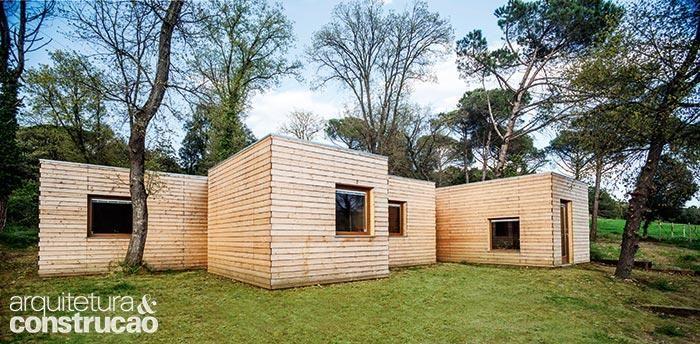Revista Arquitetura e Construção - Madeira clara: 10 projetos e objetos apostam na elegância do material
