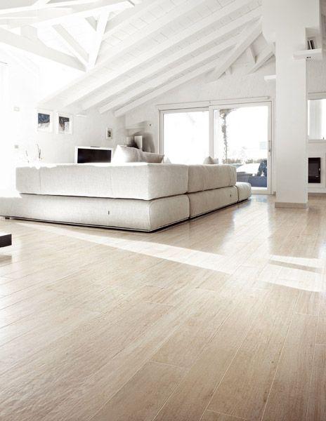 Tegels met houtlook, je vindt die hier in Italie overal. Makkelijk schoon te maken.    Piastrelle: Collezione Selection Oak da Rex Ceramiche Artistiche