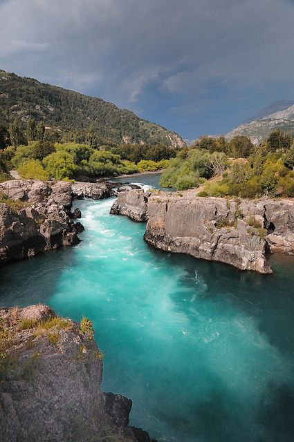 Futaleufú River, Patagonia, Chile; my rafting guide in CR was from Chile - he told us that this is the 2nd most dangerous river in the world!!  Der Futaleufú Fluss in Patagonien, Chile - mein Rafting-Guide in CR war aus Chile - er erzählte uns, dass dies der zweitgefährlichste Fluss der Welt ist!!