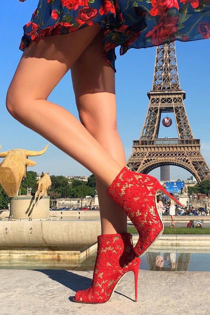 Blonde milf Lu Elissa in high heels