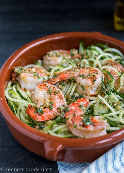 Raw Spiralized Zucchini Noodles with Garlic Shrimps | mommyhoodsdiary.com