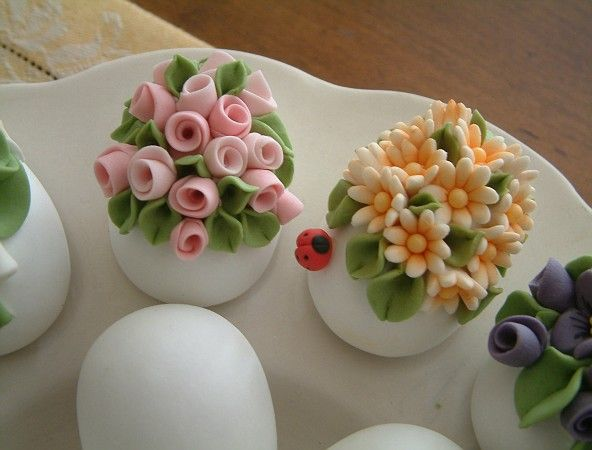 Love this! I used to make miniature flowers out of polymer clay. This is a fresh updated look. :D