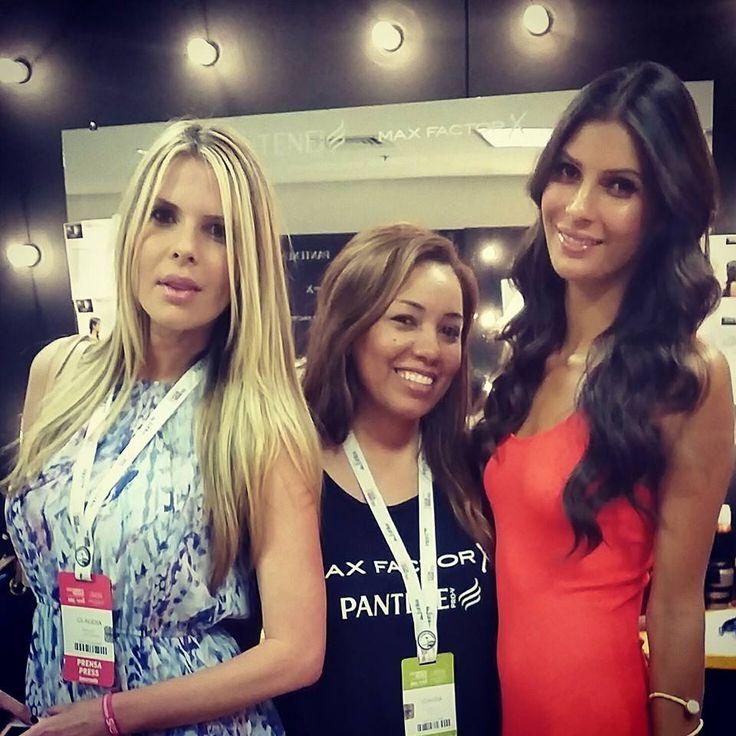 Con las modelos Toya Montoya  y Claudia Perlwitz en el mejor evento de moda en Medellin Colombiamoda CLAUDIA LONDOÑO  PELUQUERIA.
