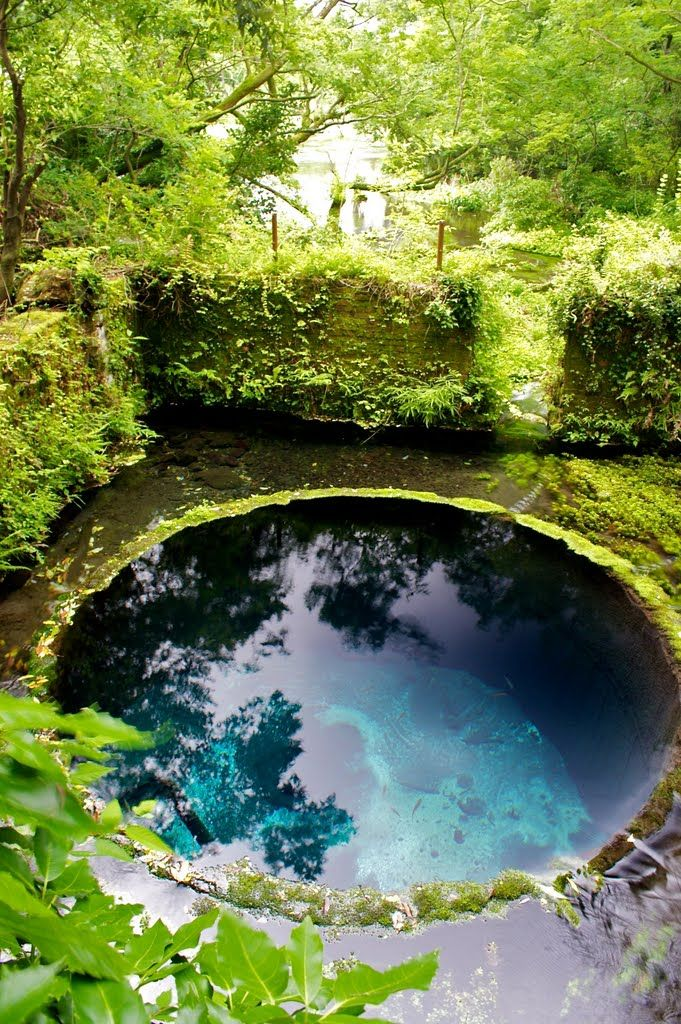 This natural pool in Japan looks absolutely amazing.