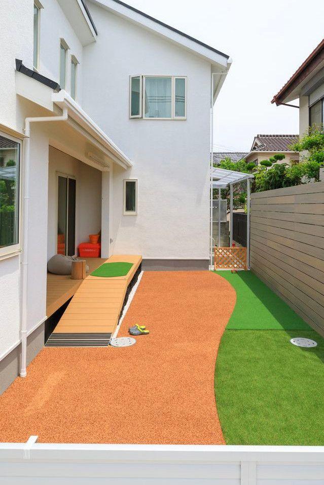 ワンちゃんにも優しいゴムチップの柔らかい床 庭 リフォーム エクステリア 犬の庭