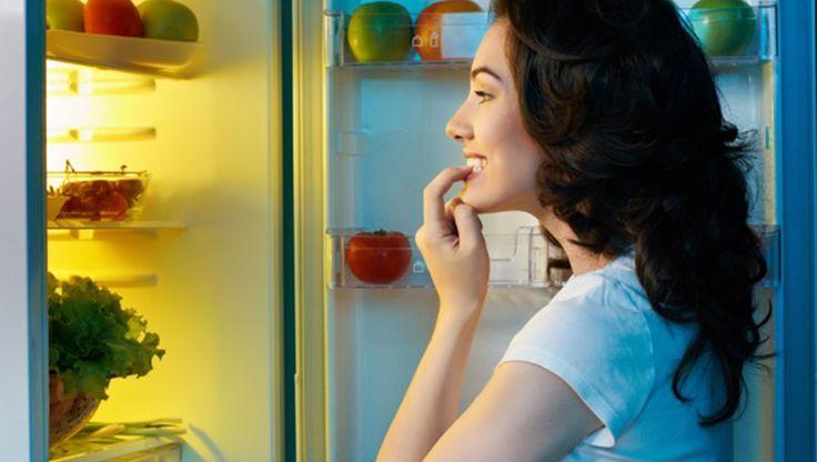 #ALIMENTACIÓN Para picar entre horas es mejor hacerlo con alimentos bajos en calorías y que nos ayuden a eliminar la sensación de hambre. En nuestro artículo del blog hablamos de los mejores tentempiés para seguir la línea