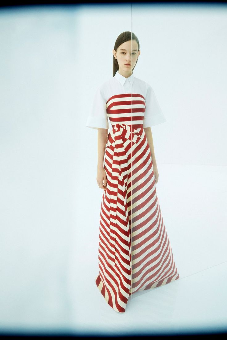 Delpozo Resort 2019 collection, runway looks, beauty, models, and reviews.
