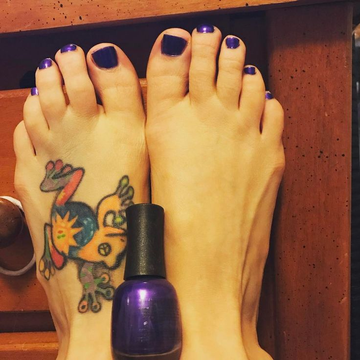 Photo by (missjen_88) on Instagram |  #purple, #nail, #selfmade, #doyou , #toes , #fresh, #pedicure, #basicbitch, #favorite, #paint, #bodyart, #bored, #shiny, #enamel, #laquer