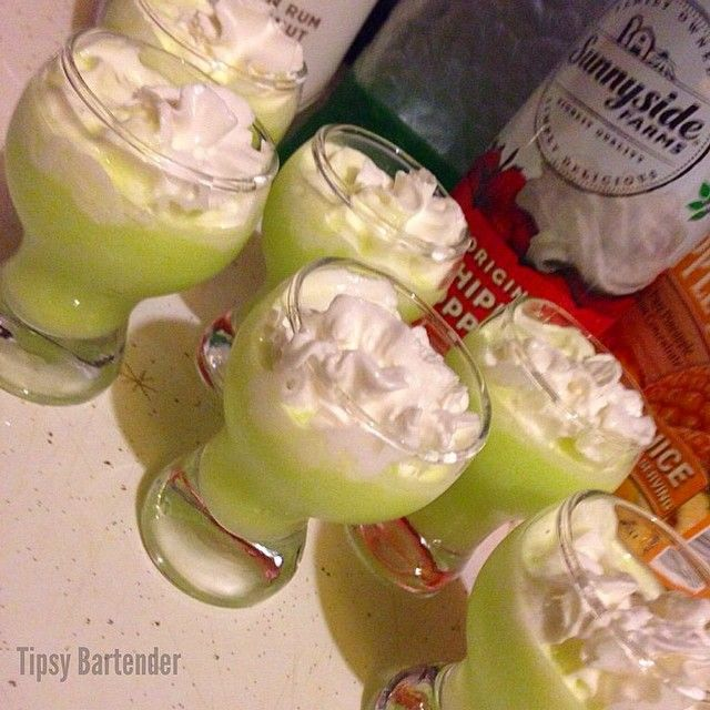 Scooby Snack Cocktail - For more delicious recipes and drinks, visit us here: www.tipsybartender.com
