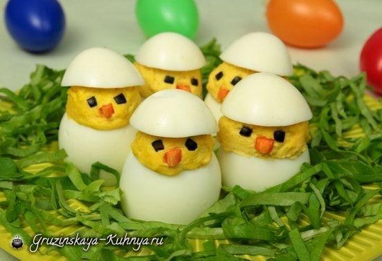 Пасхальная овечка и цыплята из вареных яиц