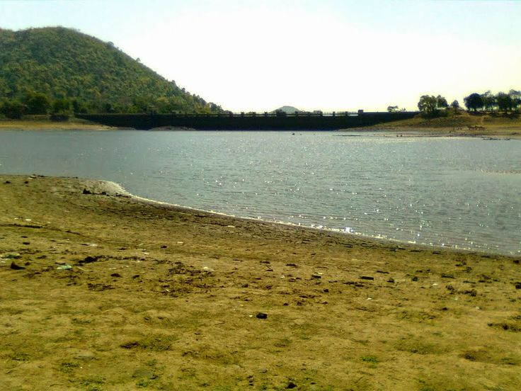 Topchanchi Lake, situated at a distance of about 37 kms from #Dhanbad, is a man-made lake that looks like a paradise! In 1915, this lake was excavated along the slope of Parasnath Hill for supplying water to Jharia region.