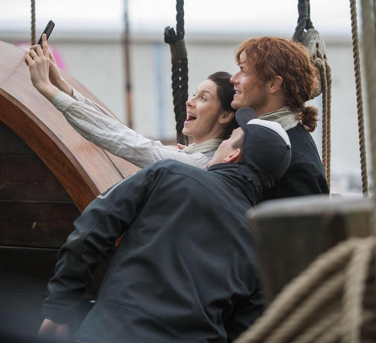 Here is a NEW BTS Pic of Sam Heughan and Caitriona Balfe SOURCE