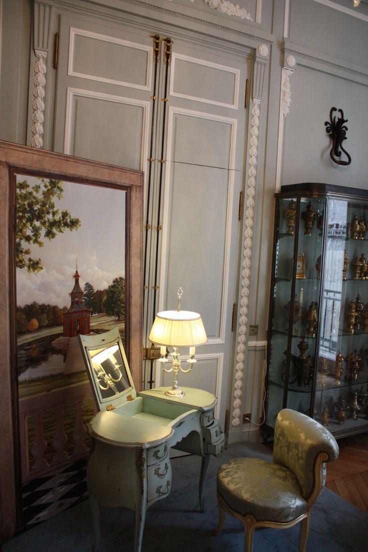 L'exposition ORIGINES 2015 de www.source-a-id.com, lors de l'édition 2015 de Paris Déco Off était mis en lumière par la maison parisienne EPI LUMINAIRES, fabricant de lampes de style et d'abat-jour sur mesure. EPI LUMINAIRES propose, dans le 12ème arrondissement, l'ensemble de ses créations mais également de nombreuses autres références sur plus de 1.500m2.