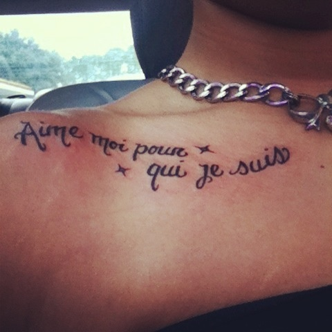 "Collarbone quote tattoo in French. It means ""love me for who I am"" I absolutely love this tattoo! & it didn't hurt at all :) #quote #tattoo  #french #collarbone"