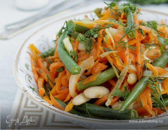 Салат с зеленой фасолью. Ингредиенты: фасоль белая консервированная, лук репчатый, морковь крупная