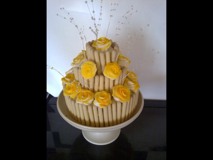 Yellow rose cake.