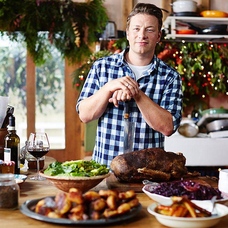 Maak je deze kerst een gevulde kalkoen? Dan mag een heerlijke vulling niet ontbreken. Door de subtiele smaak van citrus krijgt het een extra feestelijk tintje. 1 Verwarm de oven voor op 190 ºC. Hak de uien in de keukenmachine en doe ze in...