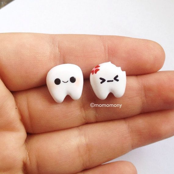 He encontrado este interesante anuncio de Etsy en https://www.etsy.com/es/listing/186305432/super-cute-little-teeth-earrings