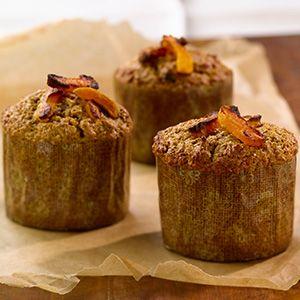 Regorgeant de saveurs de fruits, ces muffins dorés au son sont parfaits pour le petit déjeuner et comme collation santé.