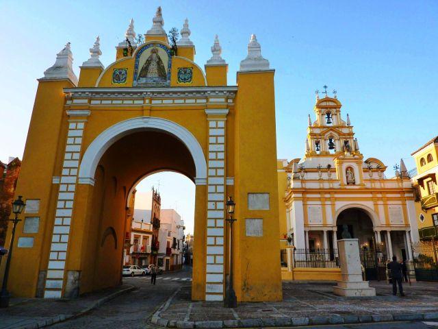 La Basílica de la Macarena (Arco y puerta principal), Sevilla #Sevilla #Seville #sevillaytu @sevillaytu