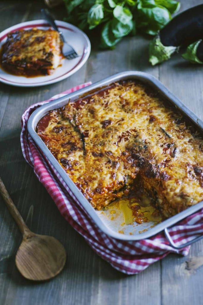 Parmigiana di melnzane, ancora nella teglia e pronta per essere assaggiata