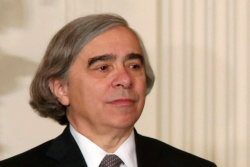Energy secretary nominee Ernest Moniz has deep ties to oil, gas, and nuclear industries | Grist   -  MIT nuclear physicist Ernest Moniz has served on advisory boards for oil giant BP and General Electric, and was a trustee of the King Abdullah Petroleum Studies and Research Center, a Saudi Aramco-backed nonprofit organization.